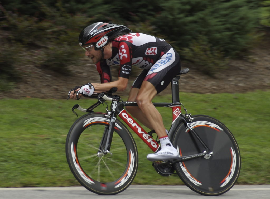 A time trial rider using the best fixie aerodynamic handlebars.