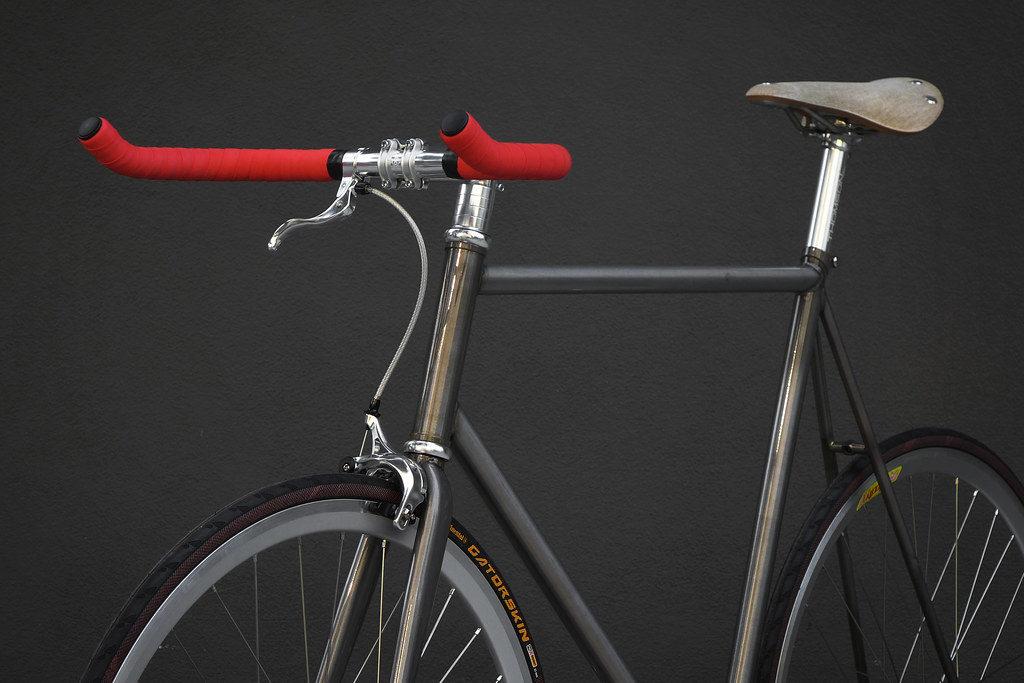 A bike with the best bullhorn fixie handlebars.