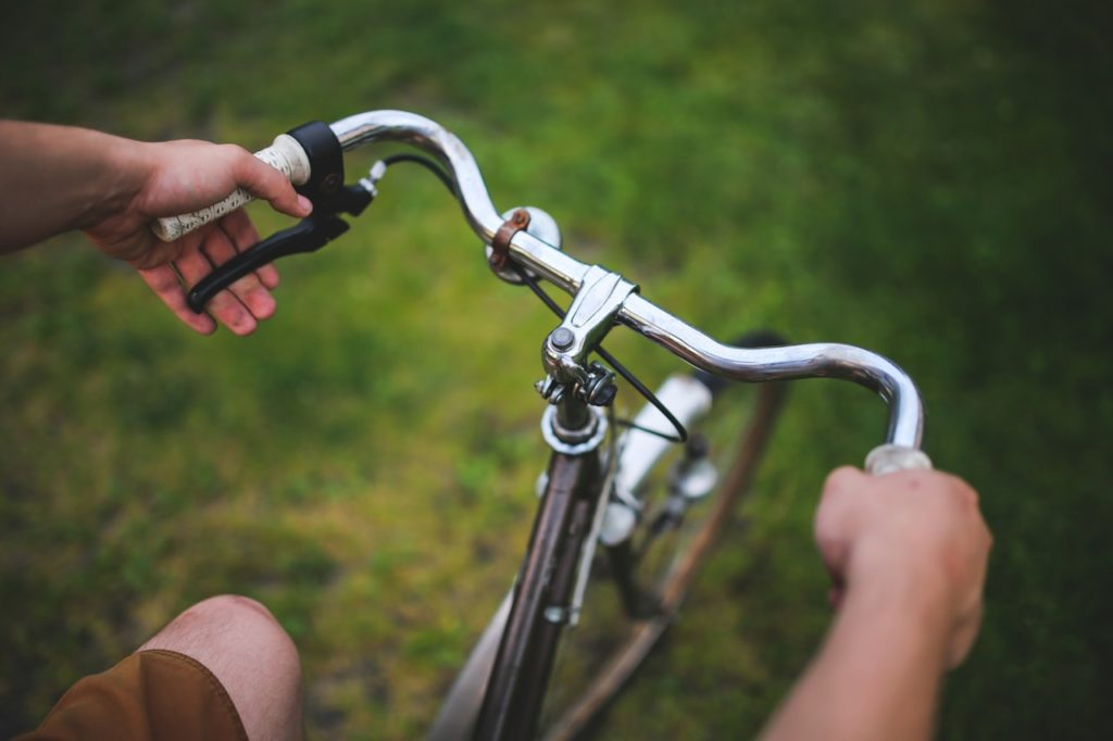 An image depicting someone grasping the best fixie cruiser handlebars they have found for their bike.