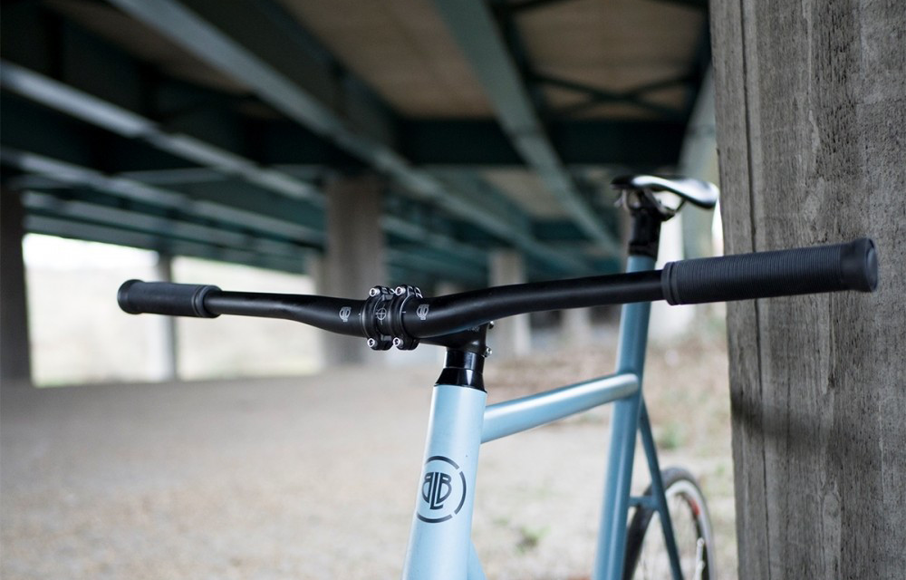 A blue fixie with the best fixie flat handlebars