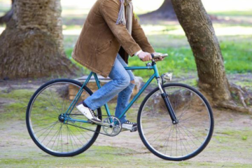 An image of the Takara Sugiyama Fixie Bike in the park intended to show off the Takara Sugiyama Flat Bar Fixie for the Takara Sugiyama Fixie Bike Review