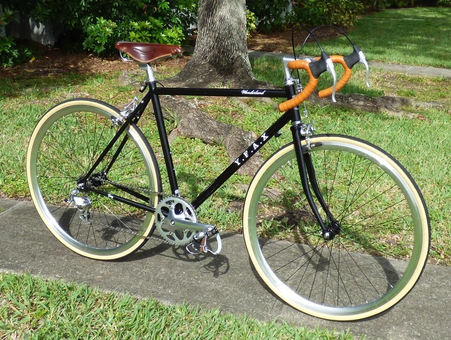 An image of a fixie bike with the Vuelta ZeroLite wheels intended to show off the wheels for a Vuelta ZeroLite Fixie Wheel Review
